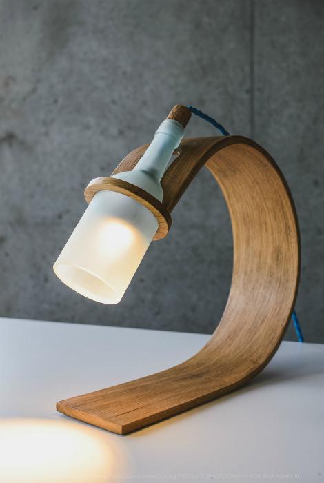 Настольная лампа из дерева.