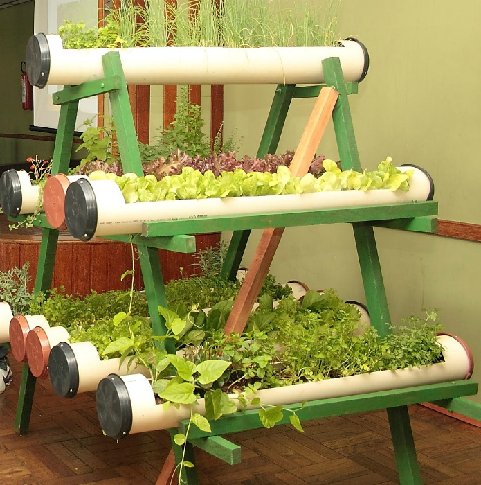 Полка для зелени из ПВХ-труб.