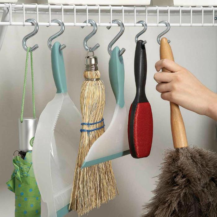 Хранение веников, совков и швабр.