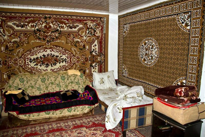 Ковры, ковры и еще раз ковры.