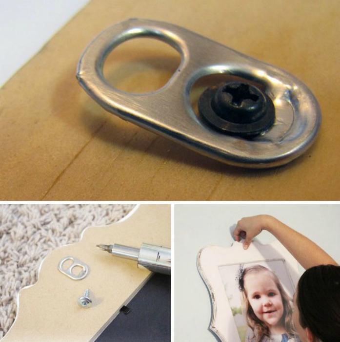 Ключ от жестяной банки вместо крючка для рамки.