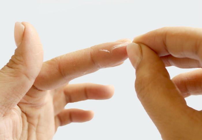 Спасаем пальцы от суперклея.