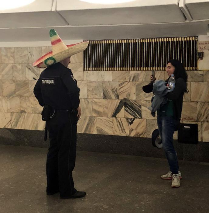 Полицейский в сомбреро.