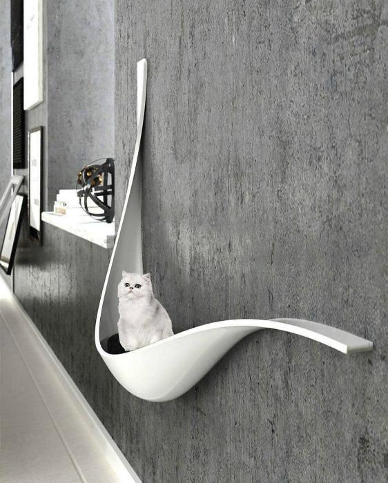 Современная кошачья лежанка. | Фото: Pinterest.