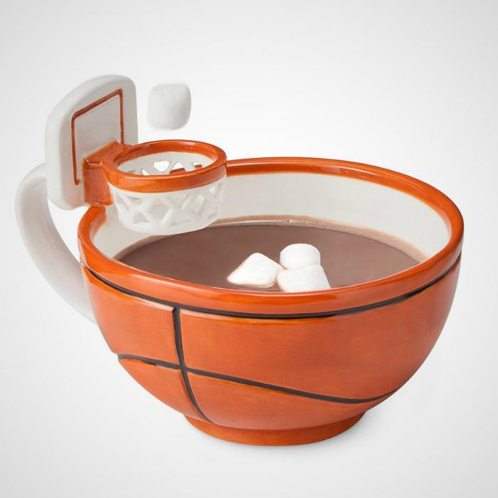 Оригинальная чашка с баскетбольным кольцом.