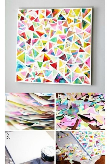 Un colorido mural de papel y cartón.