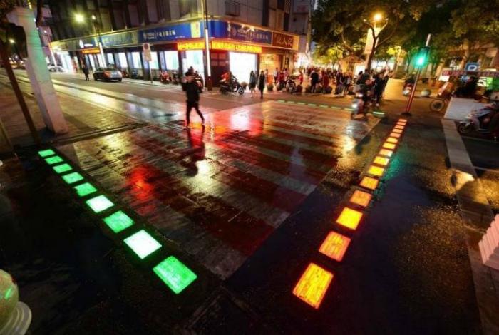 Подсветка пешеходного перехода. | Фото: Новости N.