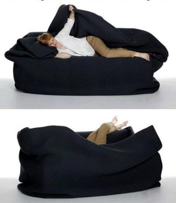 Уютный диван-мешок.