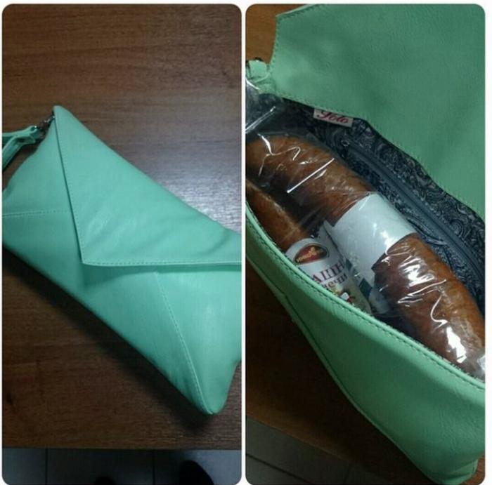 Редакция Novate.ru, выяснила, в небольшую дамскую сумочку прекрасно влазит палочка сырокопченой колбасы. | Фото: ЯПлакалъ.
