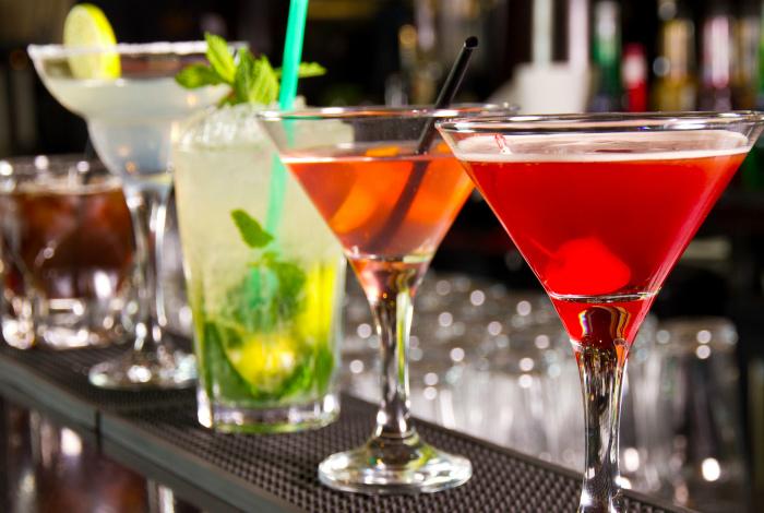 Сладкие спиртные напитки. | Фото: Лайфхакер.