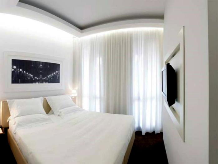 Белоснежный интерьер спальни.