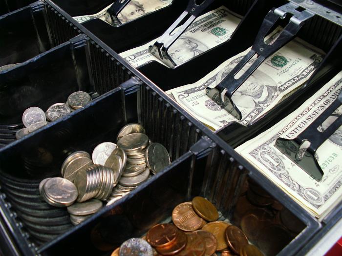 Кассиры в магазинах и банках. | Фото: Pexels.