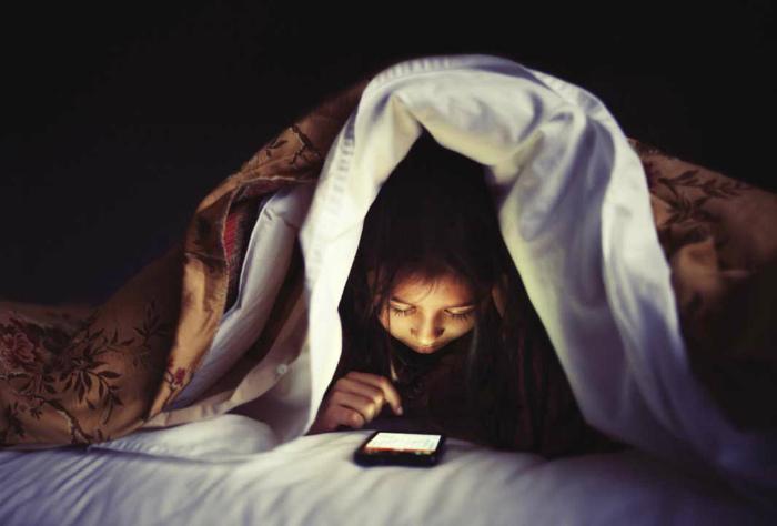 Просмотр социальных сетей перед сном.