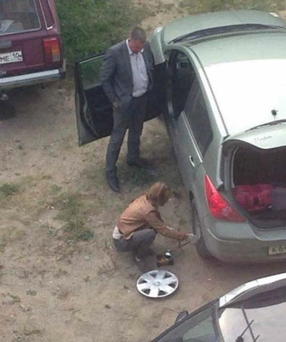 Cambiar una rueda.