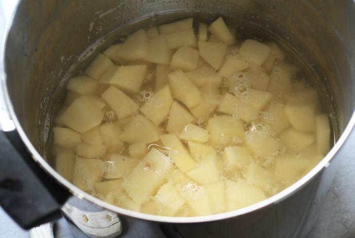 Вода после варки картофеля.