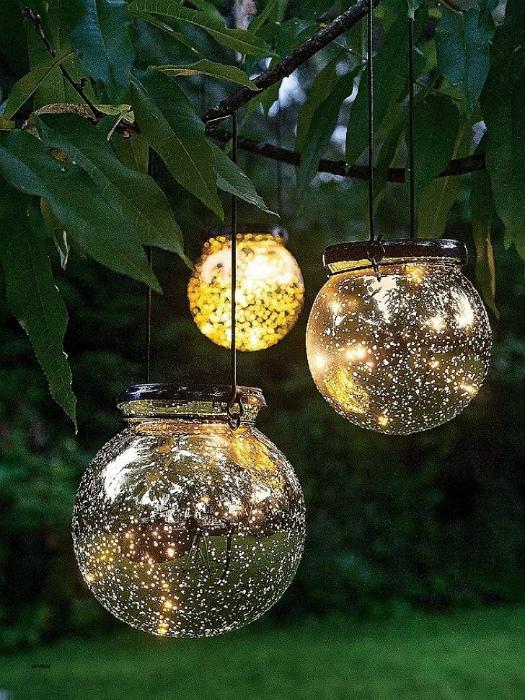 Стеклянные светильник, сферы.