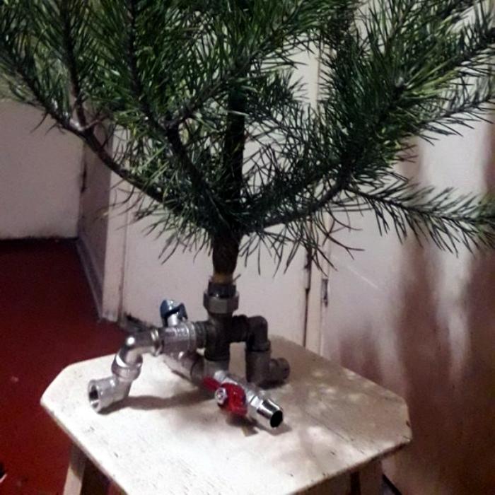 Креативная подставка для елки. | Фото: Всяко.нет.