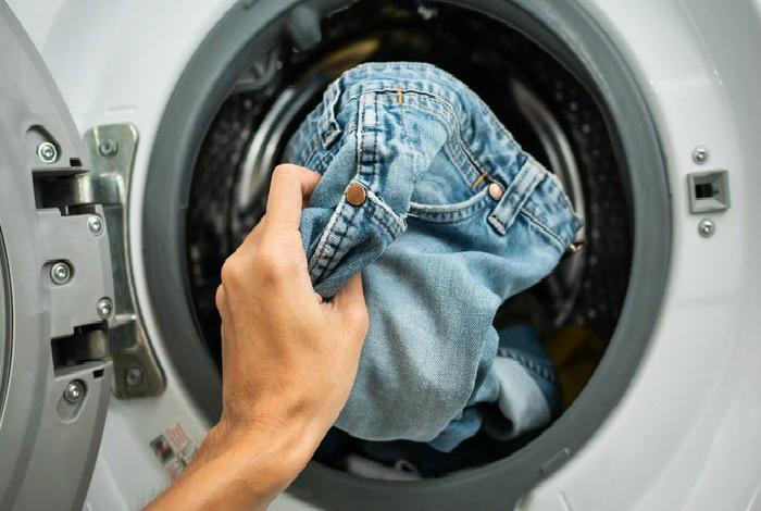 Стирайте джинсы пореже. | Фото: shiny4u.com.