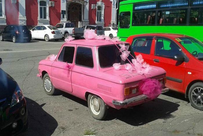 Ослепительный автомобиль для молодоженов.
