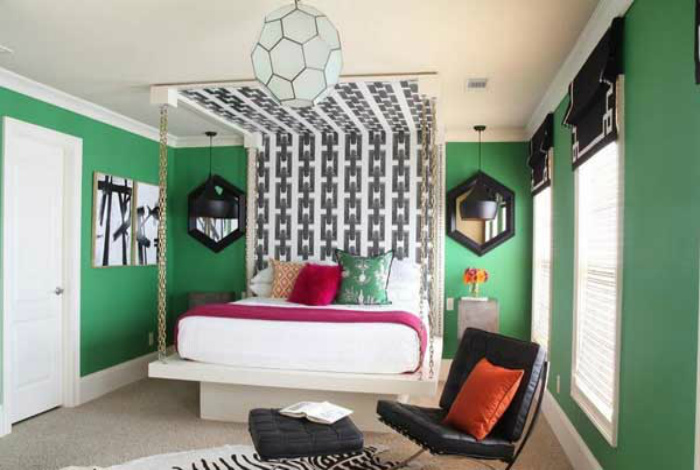 Спальня с уникальным стилем.