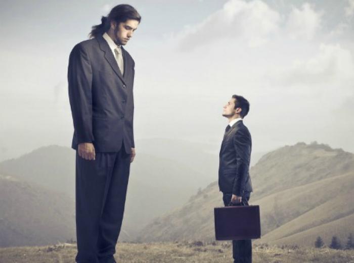 Сравнивать себя с другими, уменьшая собственную значимость.