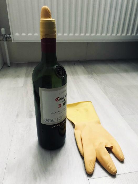 Вместо винной пробки. | Фото: Самоделкино.Инфо.