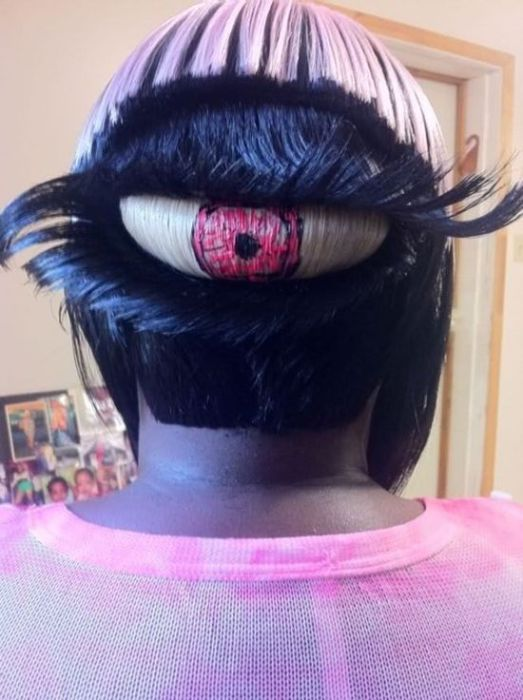 Профессиональная стрижка и покраска волос в виде глаза.