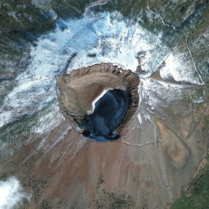 Действующий вулкан Везувий на юге Италии.