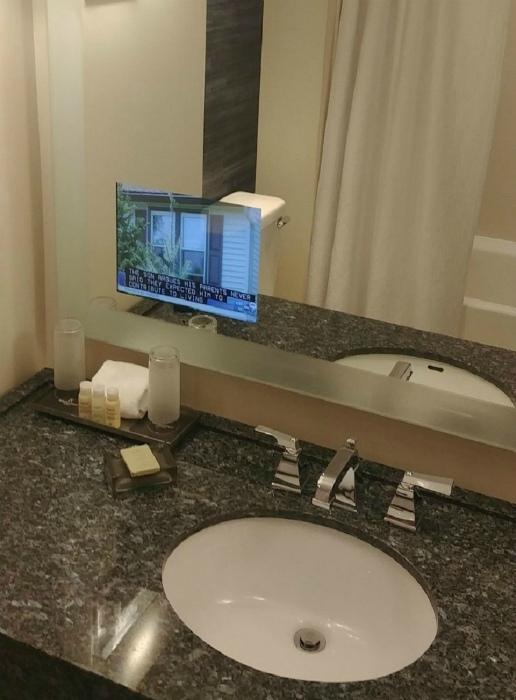 Экран в ванной комнате.