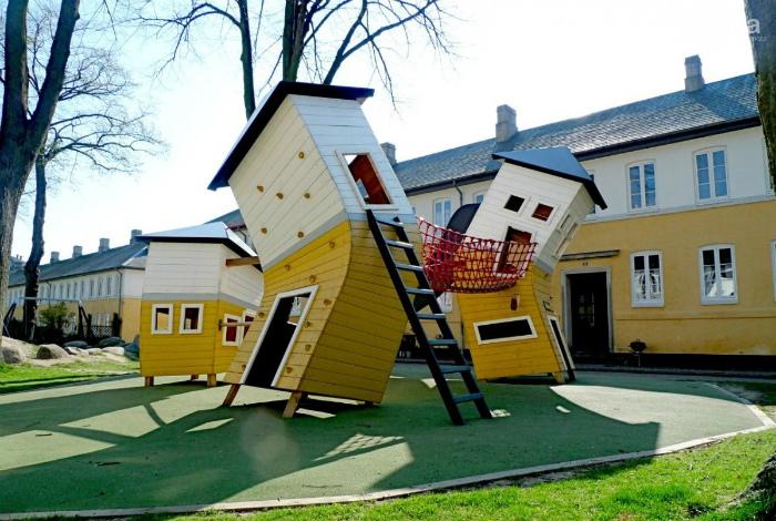Яркий дизайн детской площадки. | Фото: 048.