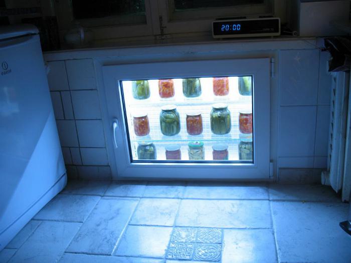 Встроенный шкаф для консервации. | Фото: Фишки.нет.
