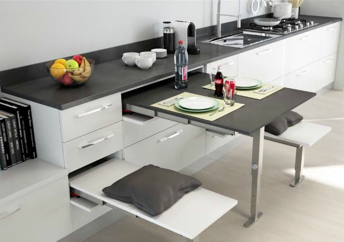 Выдвижные системы на кухне.   Фото: Mebax.