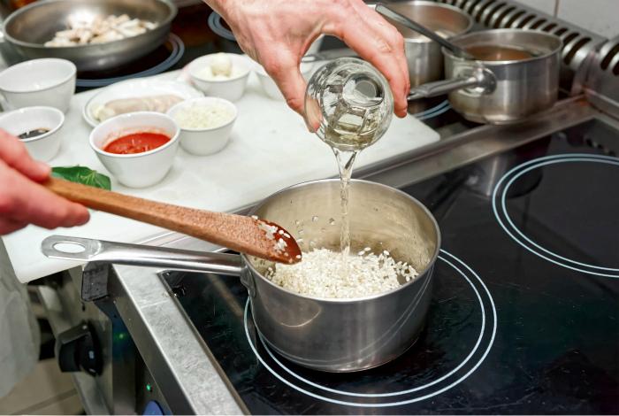 Алкоголь для готовки. | Фото: WineTasting.com.