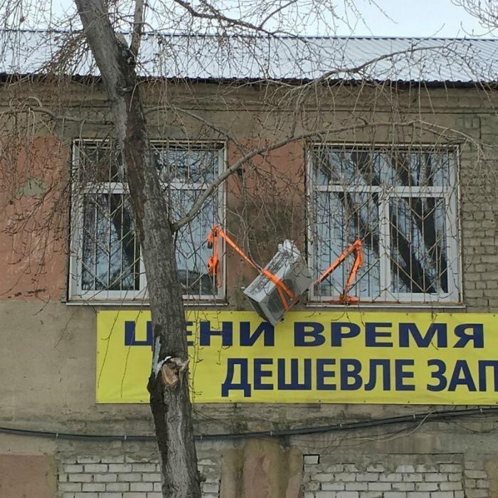 Кондиционер на грани падения. | Фото: BeatNews.