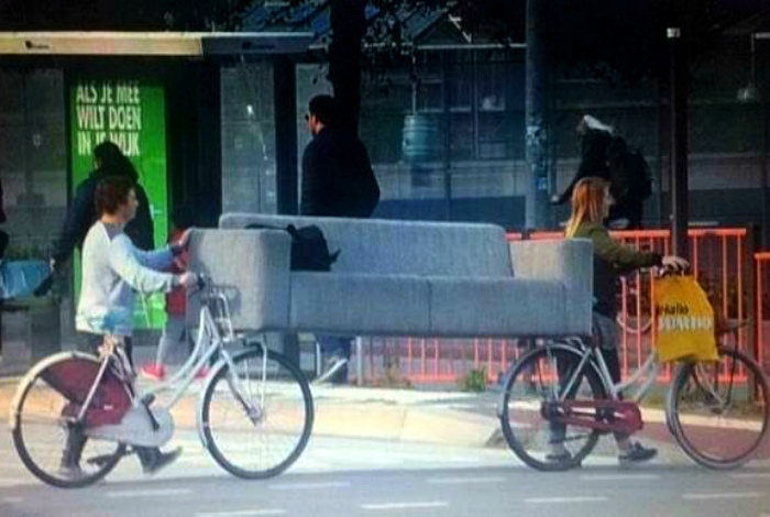 Как доставить диван? | Фото: Szorakoztato.com.