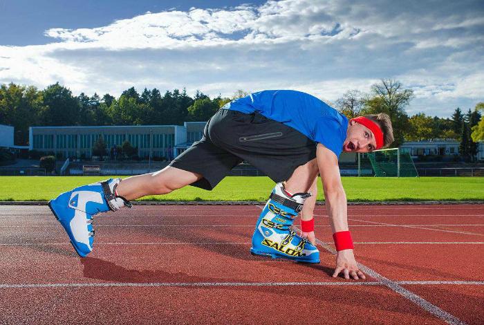 Андре Ортолф пробежал дистанцию в сто метров за 17,65 секунд в лыжных ботинках.