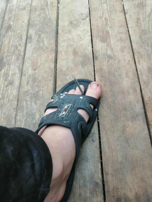 Аккурат между пальчиков. | Фото: klikabol.com.