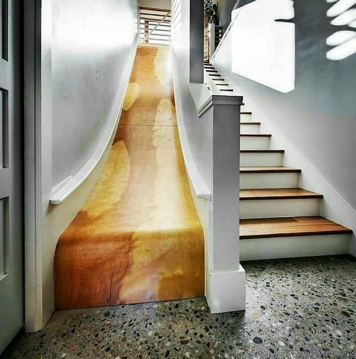 Лестница с деревянной горкой. | Фото: Deskgram.