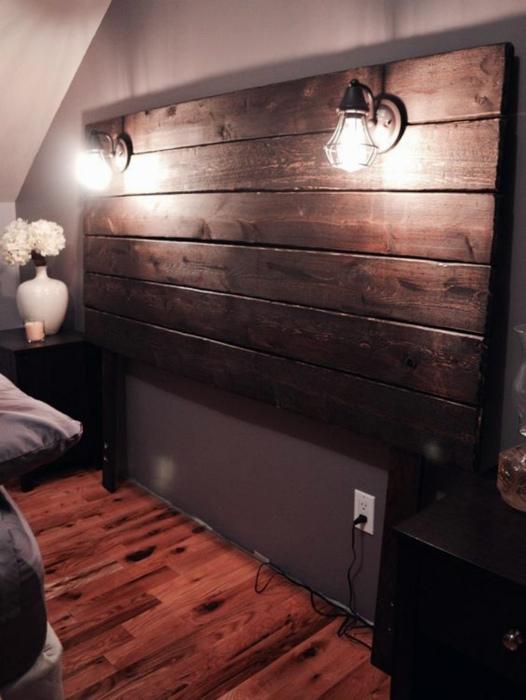 Самодельное изголовье кровати. | Фото: Pinterest.