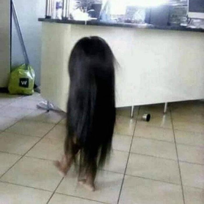 Стащила мамин парик. | Фото: Instagimg.