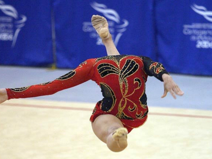 Сенсация! На ковер вышла гимнастка без головы.