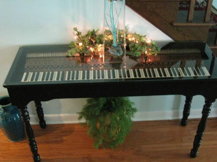 Фантастический стол из фортепиано.