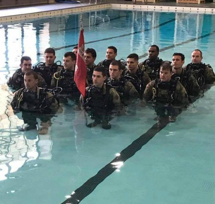 Вода укоротила этих мужчин.