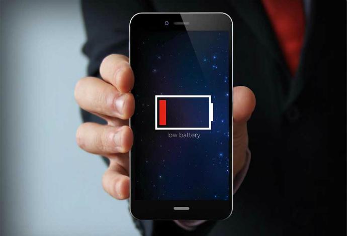 Не ждите пока смартфон полностью разрядится.