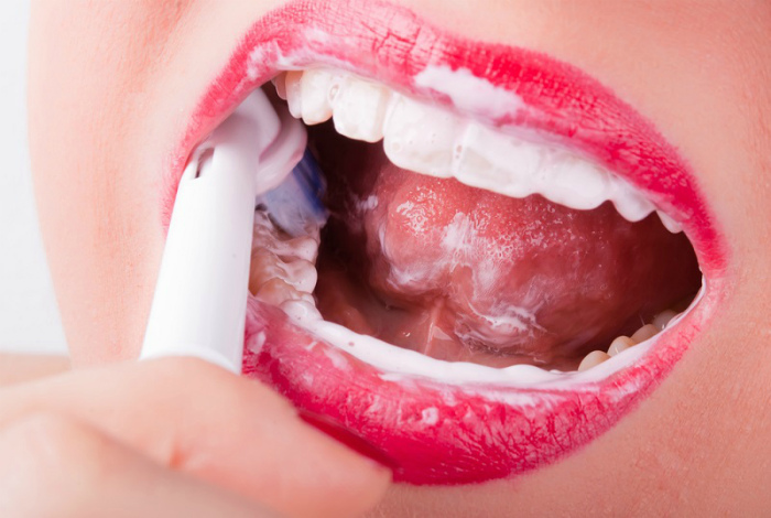 Чистить зубы сразу после еды. | Фото: Так Просто!