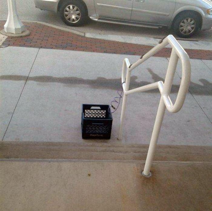 Но теперь-то ящик в безопасности. | Фото: Васи.нет.