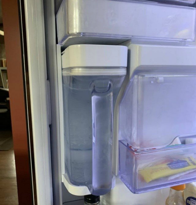Холодильник с кувшином для воды и фильтром. | Фото: Триникси.