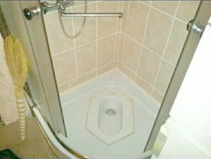 «Нужно просто приловчиться, чтобы не проваливаться ногой в унитаз во время водных процедур...»