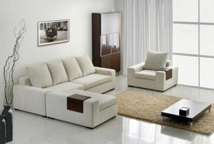 Светлая однотонная мебель.