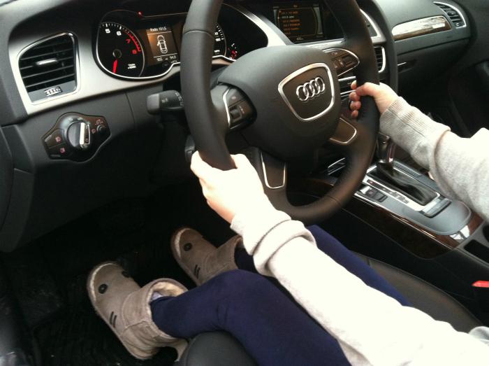 Главный критерий при выборе автомобиля для невысоких людей - высота педалей.